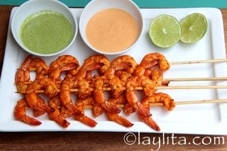 Grilled shrimp skewers with dipping sacues