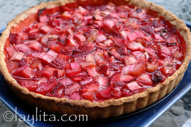 Traditional rhubarb strawberry tart recipe