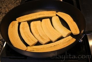Heat the oil over medium heat and add the plantain slices