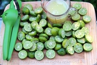 Jus de citrons verts; enlever les pépins