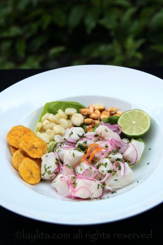Comment servir le ceviche de poisson du Pérou