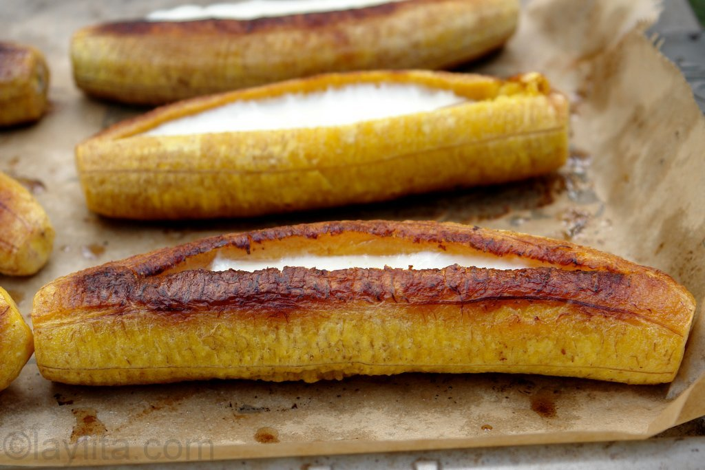 Platanos maduros asados con queso or baked ripe plantains with cheese
