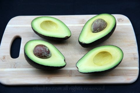 Cut the avocados in half lenthwise, remove the seeds and peel gently