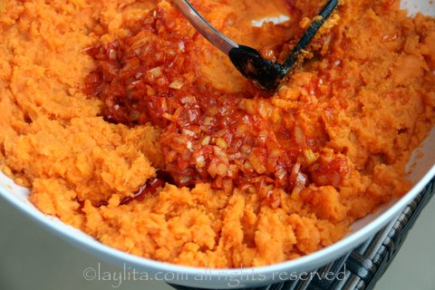 Mash the sweet potatoes and mix in the onion achiote refrito