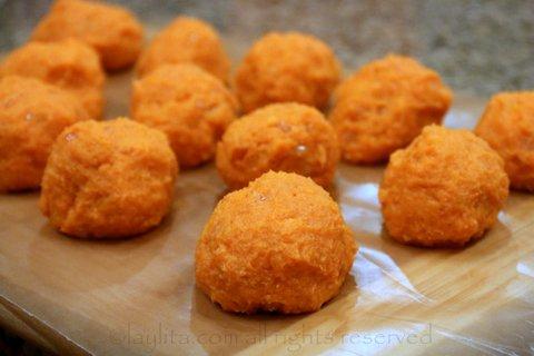Make small balls with the mashed sweet potato mix