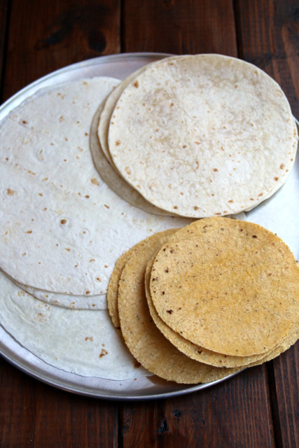 Tortillas to make tortilla pizza