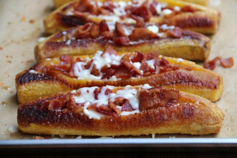 Bacon and cheese stuffed ripe plantains {Canoas de plátano con tocino y queso}