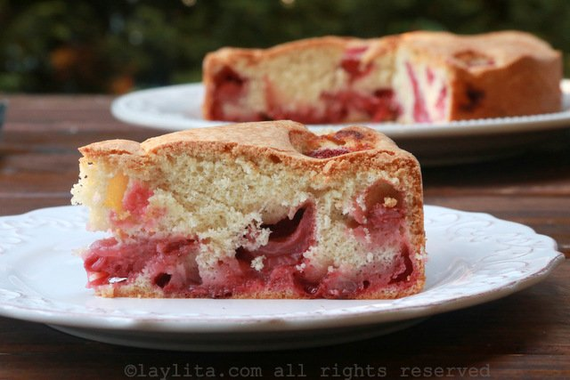 Easy and simple strawberry cake recipe
