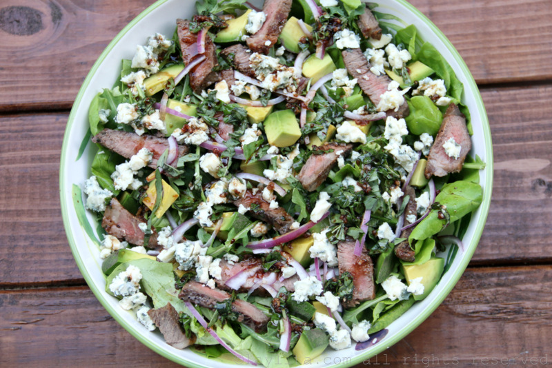 Grilled beef salad with avocado and blue cheese