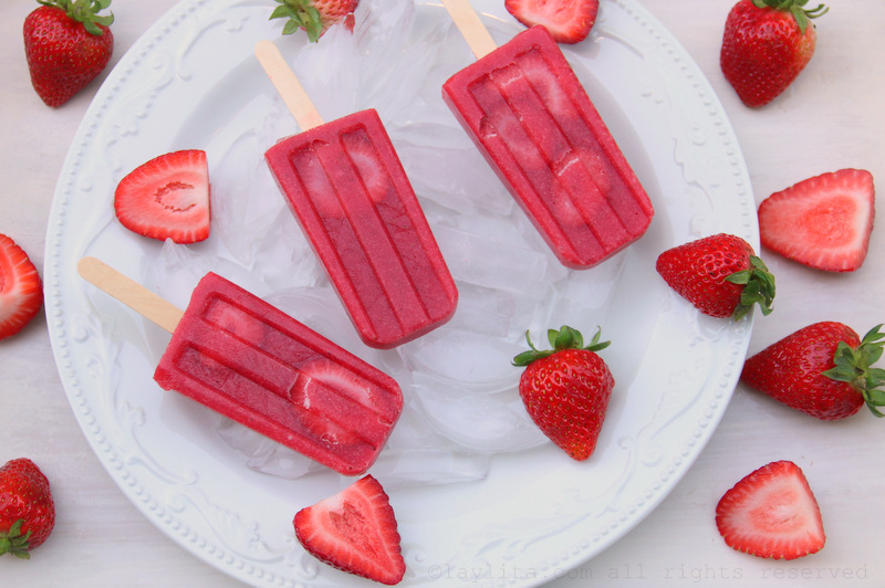 Homemade strawberry popsicles