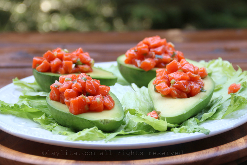 Fill the avocados with the salmon tartare