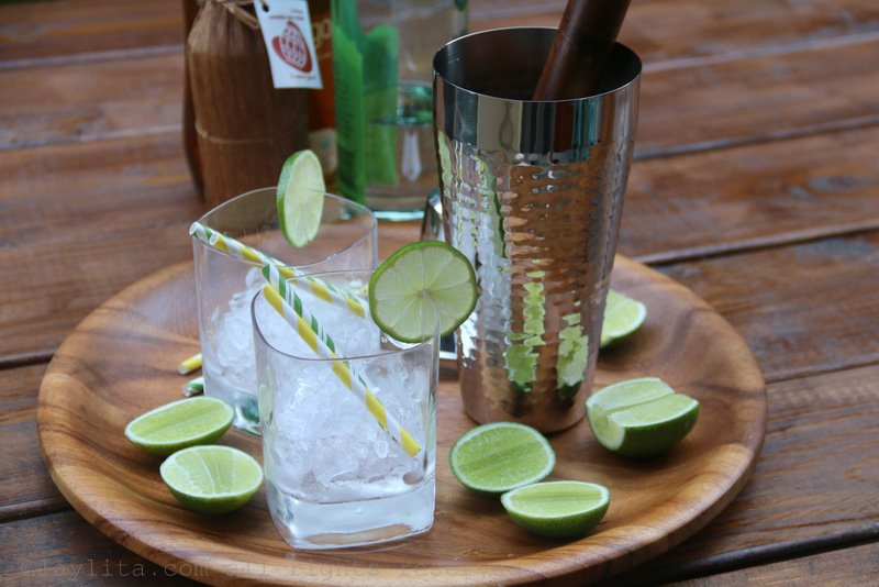 How to make caipirinhas