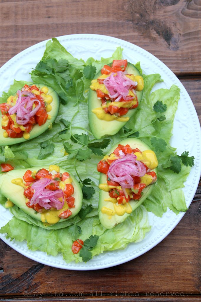Avocados stuffed with salmon tartare