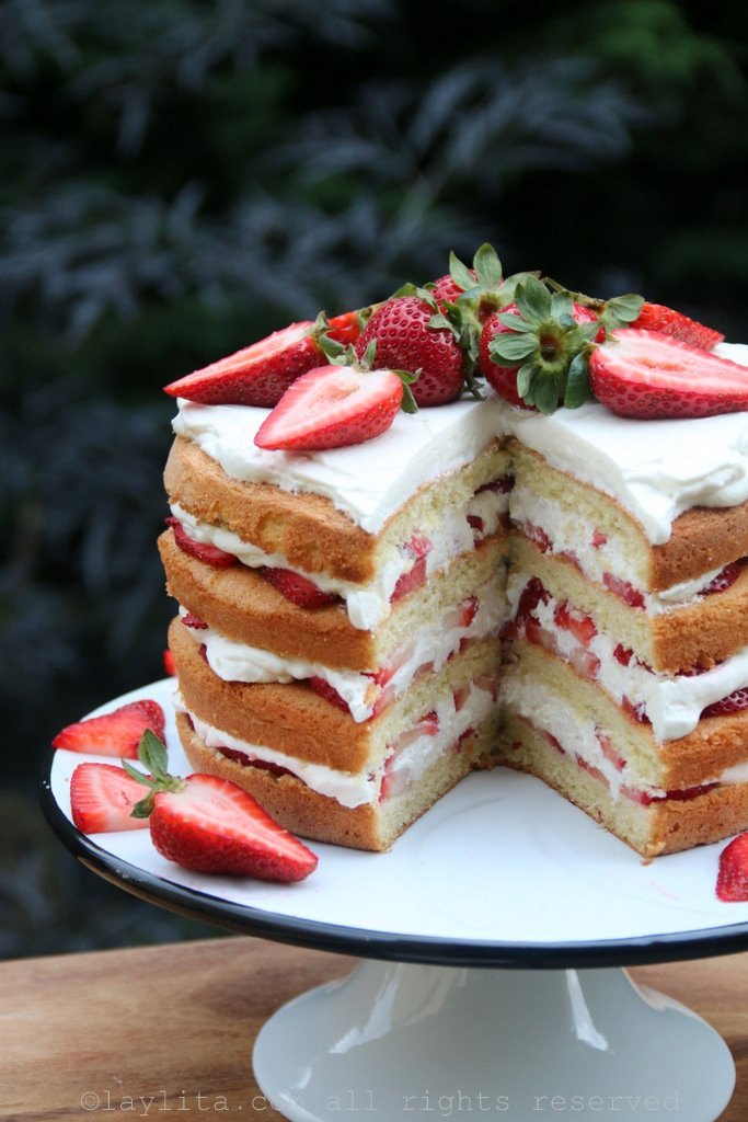 Three Layered Cake Strawberries