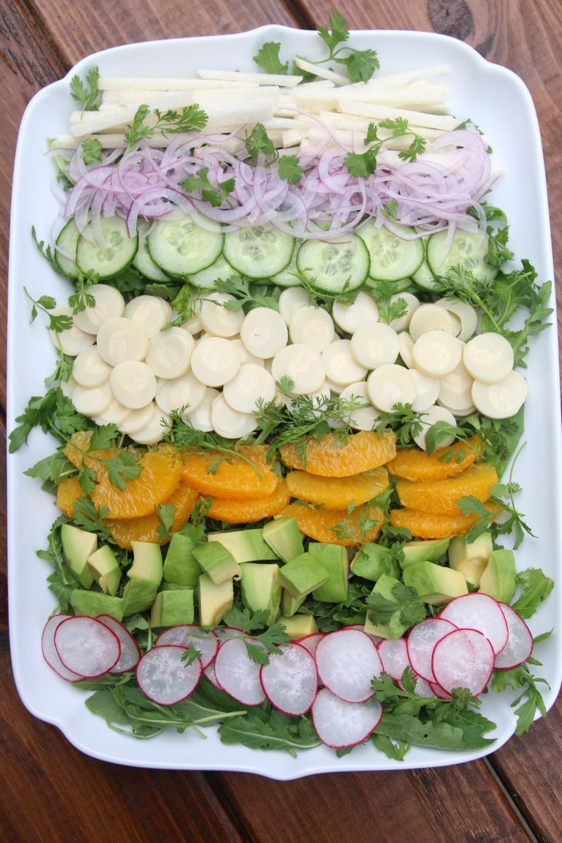 Refreshing salads: Mixed salad with avocado dressing and