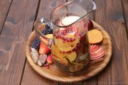Hard apple cider sangria
