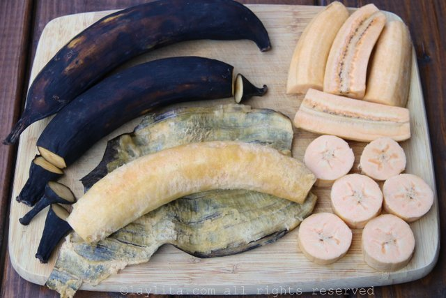 The ripe plantains can be cut into thick round slices or cut in halves.