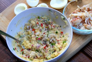 Relleno de cangrejo para los huevos