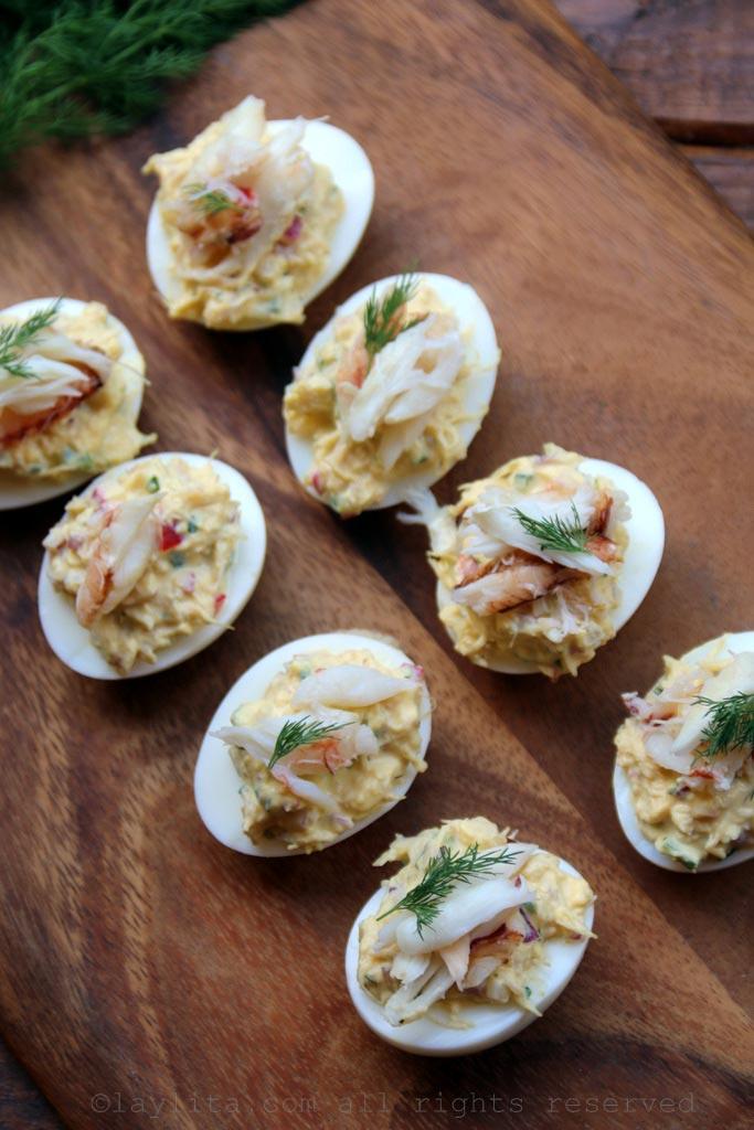 Huevos rellenos de cangrejo