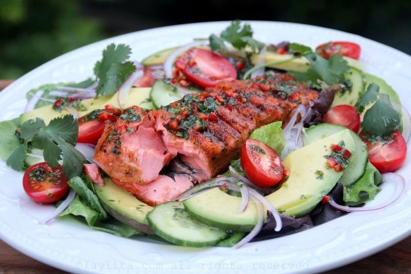 Ensalada de salmon asado con aguacate