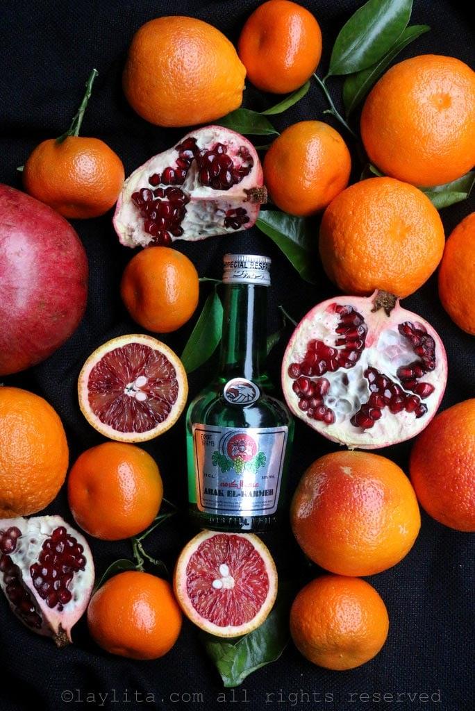 Licor de anis arak, granadas y frutas citricas