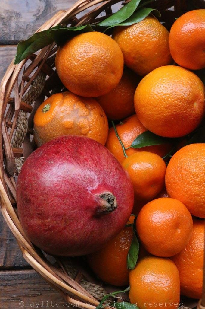 Naranjas, mandarinas, y granada