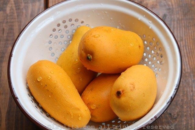 Mangos maduros para preparar paletas o helados