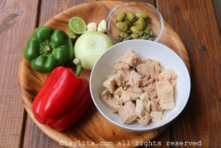 Ingredients for tuna fish empanada filling