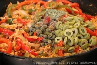 Ajouter olives, capres, origan, jus de citron sel et poivre