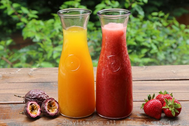 Strawberry and passion fruit juices for popsicles or paletas