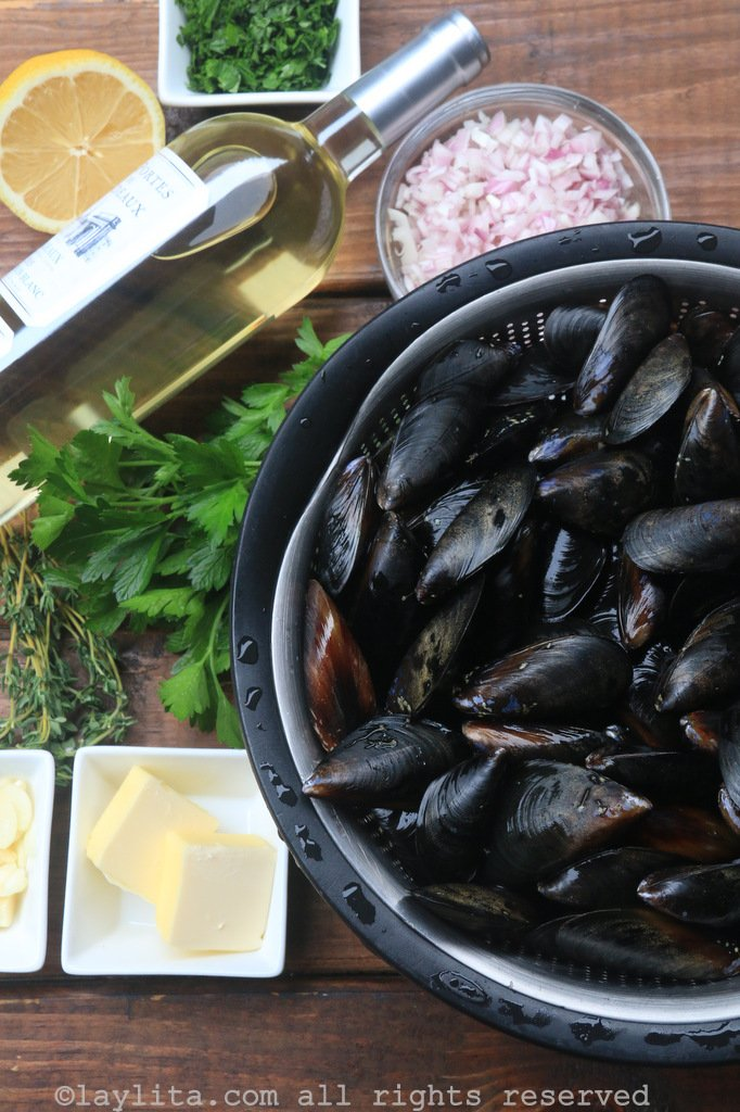 Ingredients for mussels in white wine