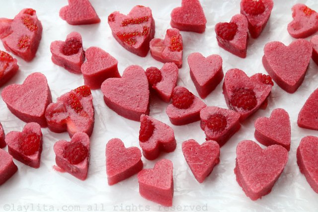 How to make fresh strawberry and raspberry gelatin hearts