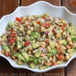 Chickpea salad with avocado and tuna fish