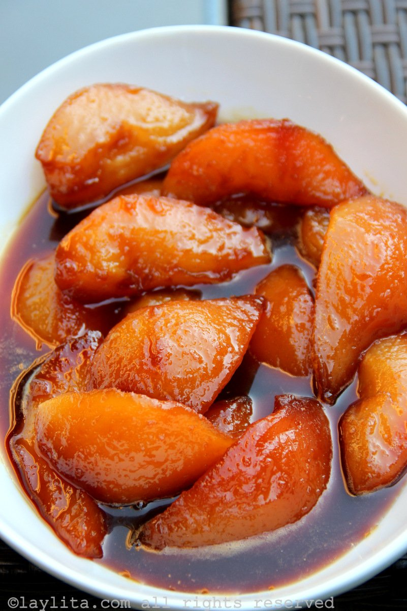 Spiced caramelized pears {in panela or piloncillo syrup ...