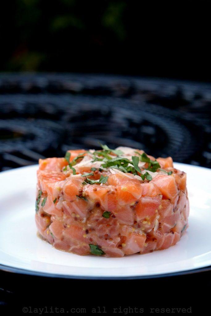 Salmon tartare - French style