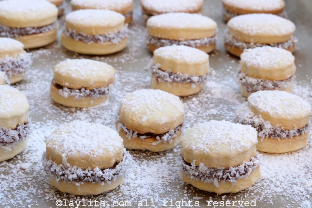 Easy recipe for alfajores or dulce de leche sandwich cookies