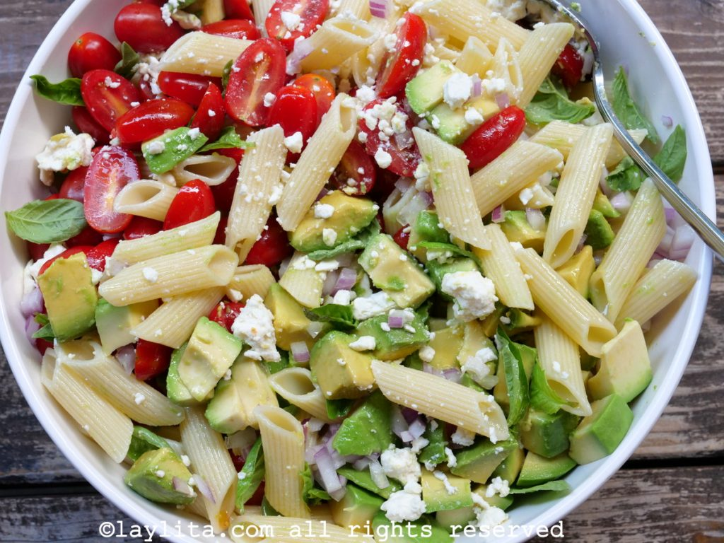 Pasta salad with avocados and tomato, no mayo