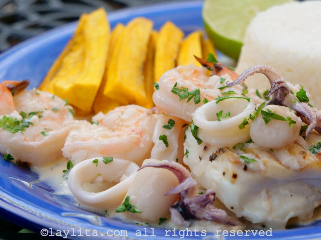 Recipe for shrimp, scallops and calamari al ajillo