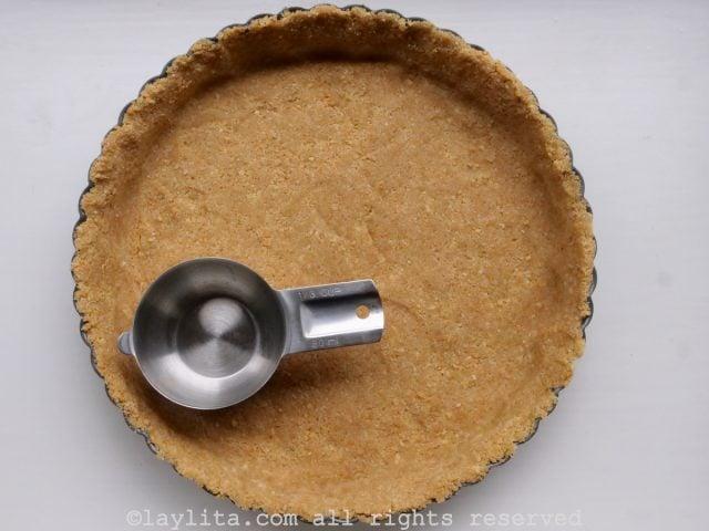 Cookie crumb crust for pie