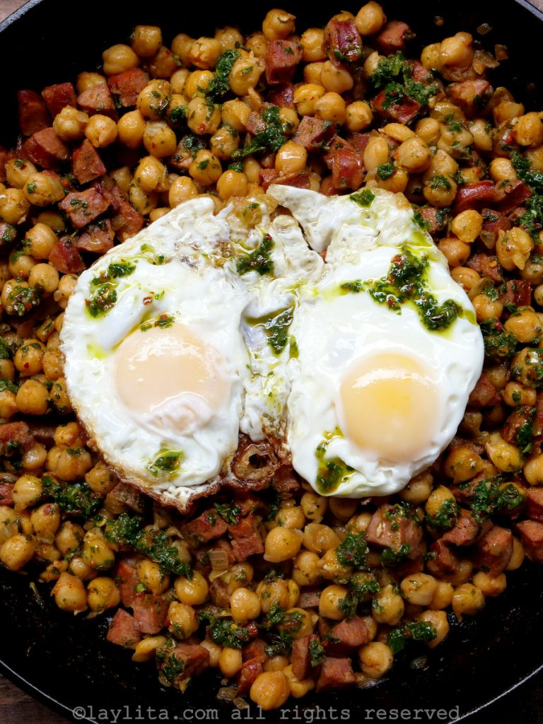 Recipe for sauteed chickpeas with chorizo and chimichurri