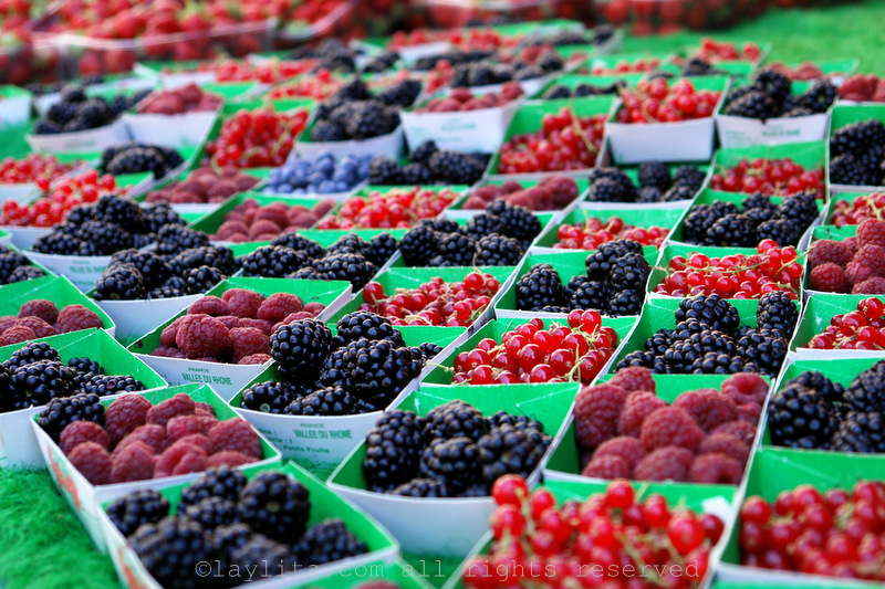 Colorful berry display in Aix-en-Provence