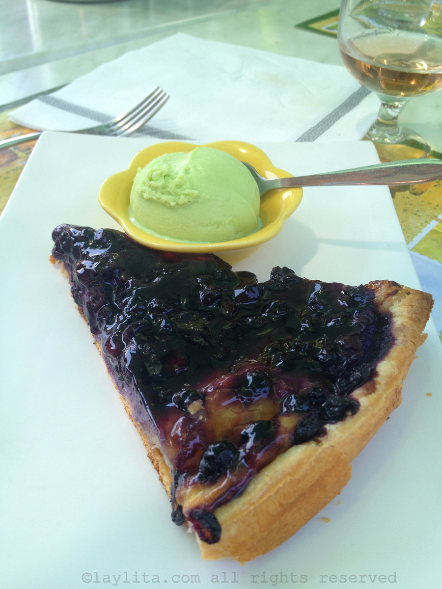 Blueberry tart with genepi ice cream