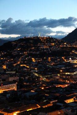 Vista nocturna del Centro de Quito